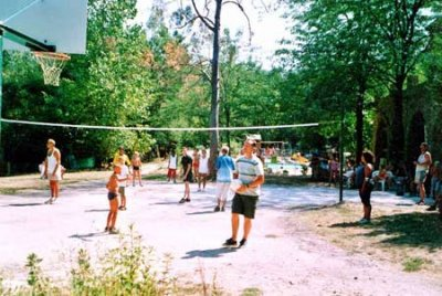 Volleyball im Camping Isis